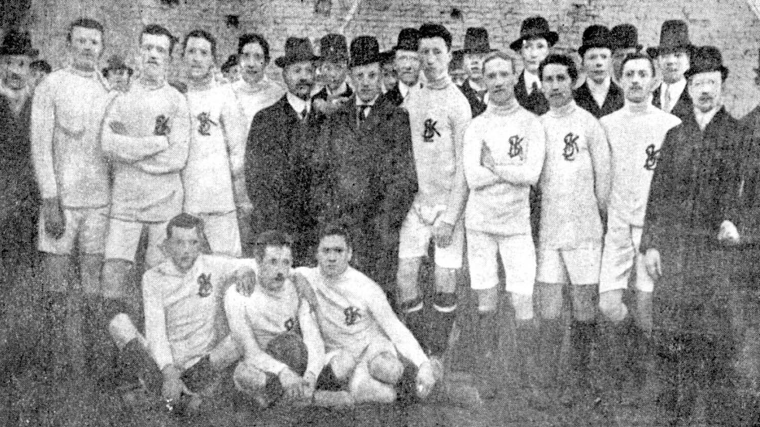 druzyna lks u w 1912 roku podczas poswiecenia boiska przy ul. srebrzynskiej - Srebrzyńska czyli… wreszcie na swoim!