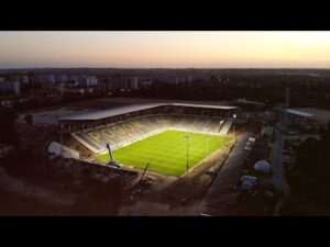 Budowa stadionu w Szczecinie – Oświetlenie i murawa gotowe!
