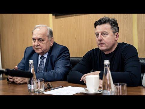 Jarosław Mroczek i Kosta Runjaic przed wznowieniem rozgrywek (KONFERENCJA)