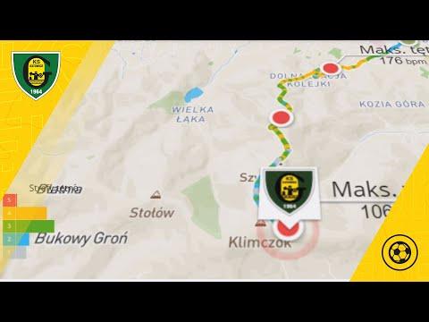 Drużyna GKS Katowice wbiega na Klimczok