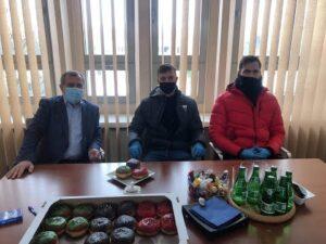 Trójkolorowe pączki od zawodników GKS Tychy