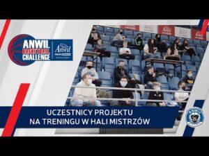 ANWIL Basketball Challenge   Uczestnicy projektu na treningu w Hali Mistrzów