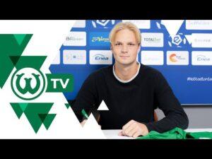 Read more about the article TO DLA MNIE WYRÓŻNIENIE. Mikołaj Rakowski podpisał kontrakt z Wartą