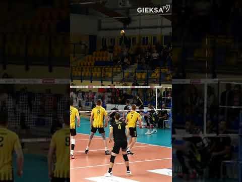 You are currently viewing Radość siatkarzy GKS-u Katowice po zwycięstwie nad Treflem Gdańsk (03.10.2021) #shorts