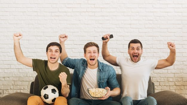 young male friends cheering while watching soccer match television 23 2148160151 oljrlgapmfdmi5j7e1d6if5veq8p4hsxntgrnh5jcw - AleMecz.pl